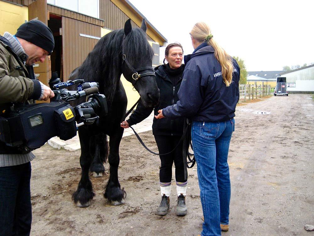 Pferdeflüsterin Andrea Kutsch beim Dreh für VOX